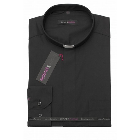 camisa negra sacerdote