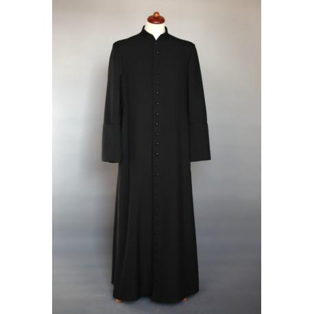 sotana-sacerdote-invierno